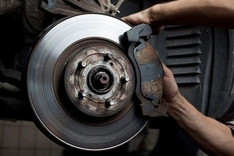 Kiểm tra bảo trì bộ phận phanh xe của ô tô